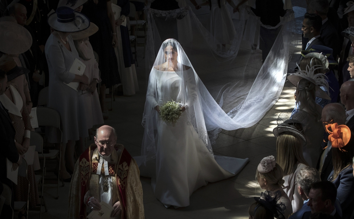 US actress Meghan Markle (C) walks down the aisle in St George's Chapel, Windsor Castle, in Windsor, on May 19, 2018 during her wedding to Britain's Prince Harry, Duke of Sussex. / AFP PHOTO / POOL / Danny Lawson