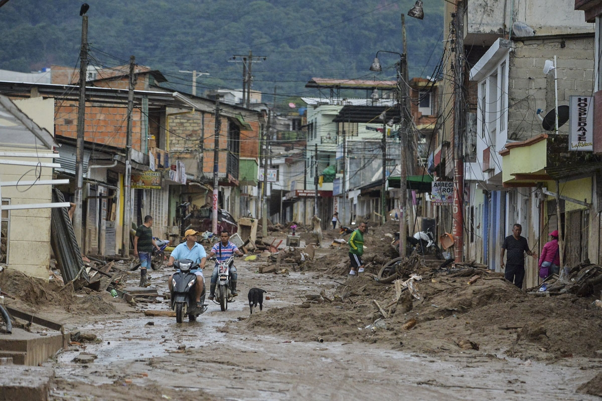 People look at the damage caused by mudslides following heavy rains in Mocoa, Putumayo department, southern Colombia on April 2, 2017.