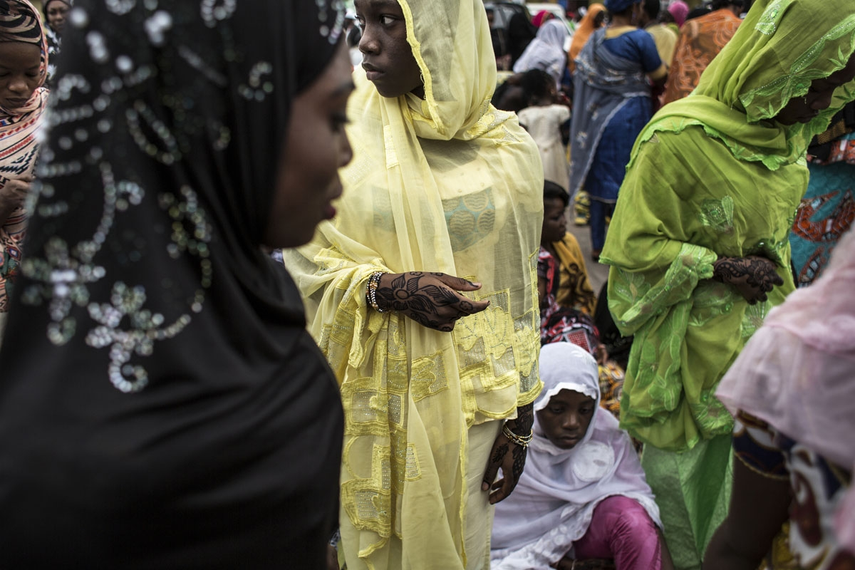 Muslim worshippers attend a mass prayer to celebrate Eid al-Fitr on June 25, 2017 at the Stade des Martyrs in Kinshasa.