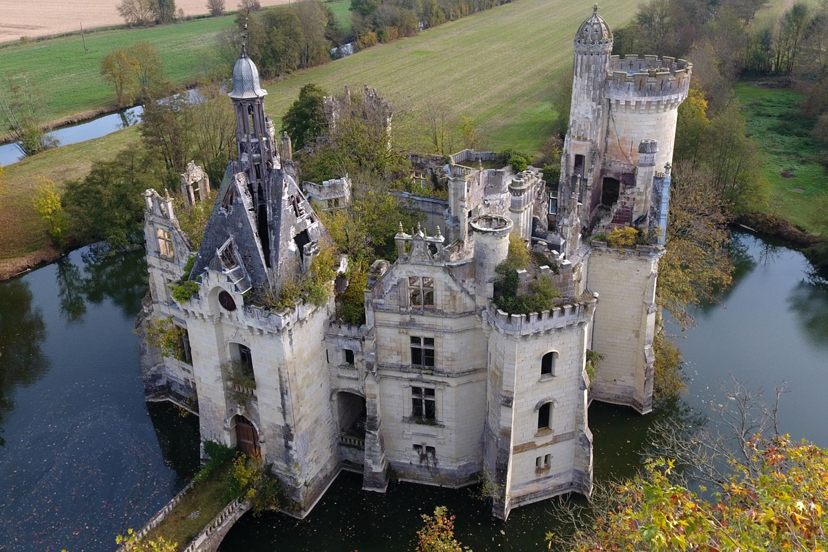 A picture taken on November 3, 2017 shows an aerial view of the ruined castle of La Mothe-Chandeniers, in Les Trois-Moutiers, central western France