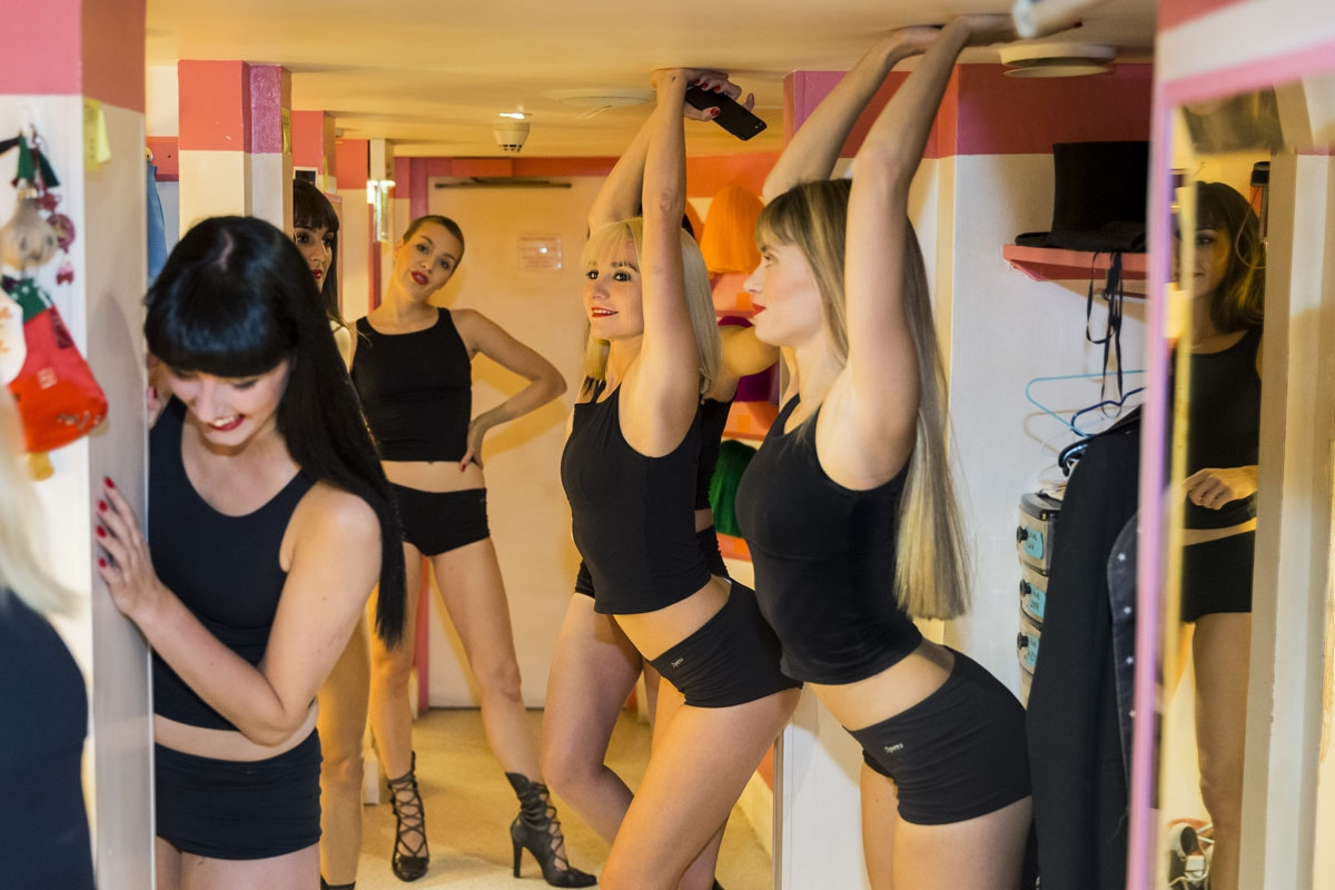 Dancers get ready in the backstage of the Parisian cabaret Crazy Horse on September 15, 2017 in Paris.