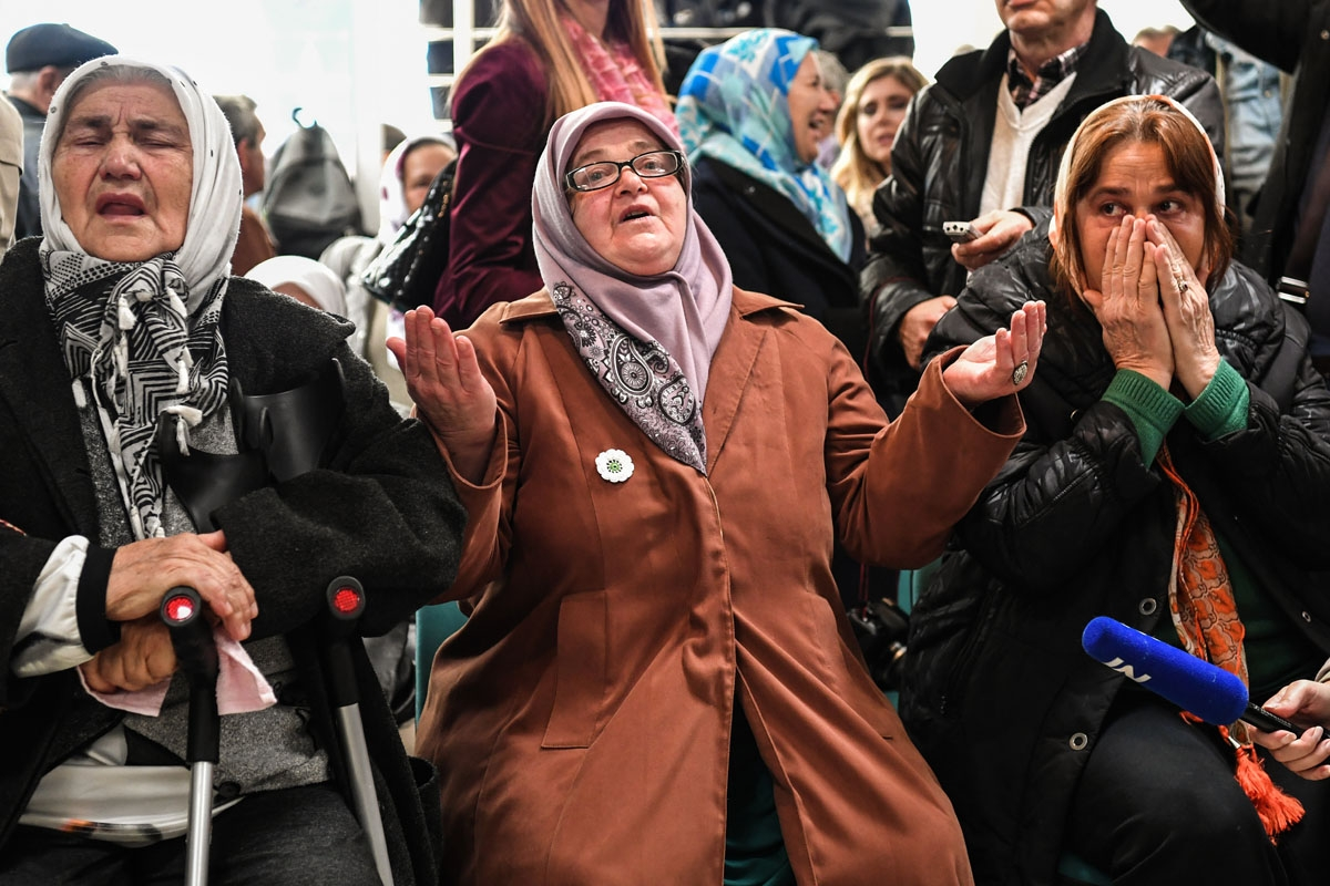 Victims' relatives react as they watch a live TV broadcast from the International Criminal Tribunal for the former Yugoslavia (ICTY)in a room at the memorial in Potocari, near Srebrenica on November 22, 2017 when UN judges announce the life sentence in th