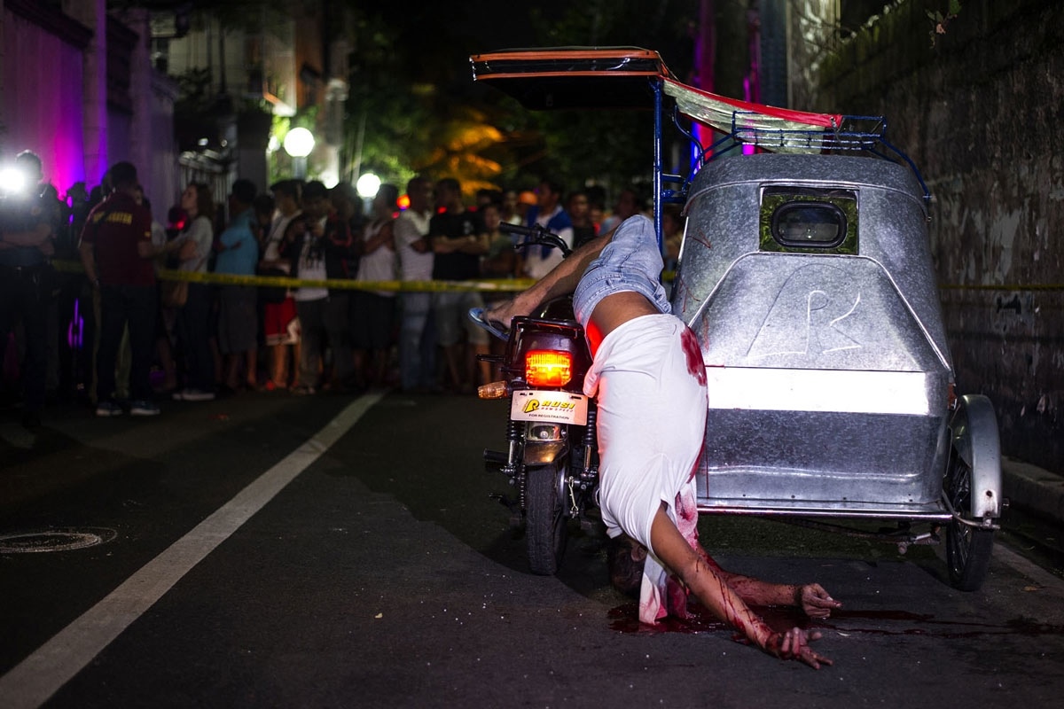A tricycle driver shot dead by gunmen in Manila on July 22, 2016 (AFP / Noel Celis)