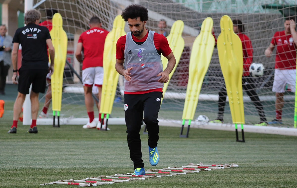 Egypt's forward Mohamed Salah attends a training session at the Akhmat Arena stadium in Grozny, on June 22, 2018 during the Russia 2018 World Cup football tournament.  / AFP PHOTO / KARIM JAAFAR