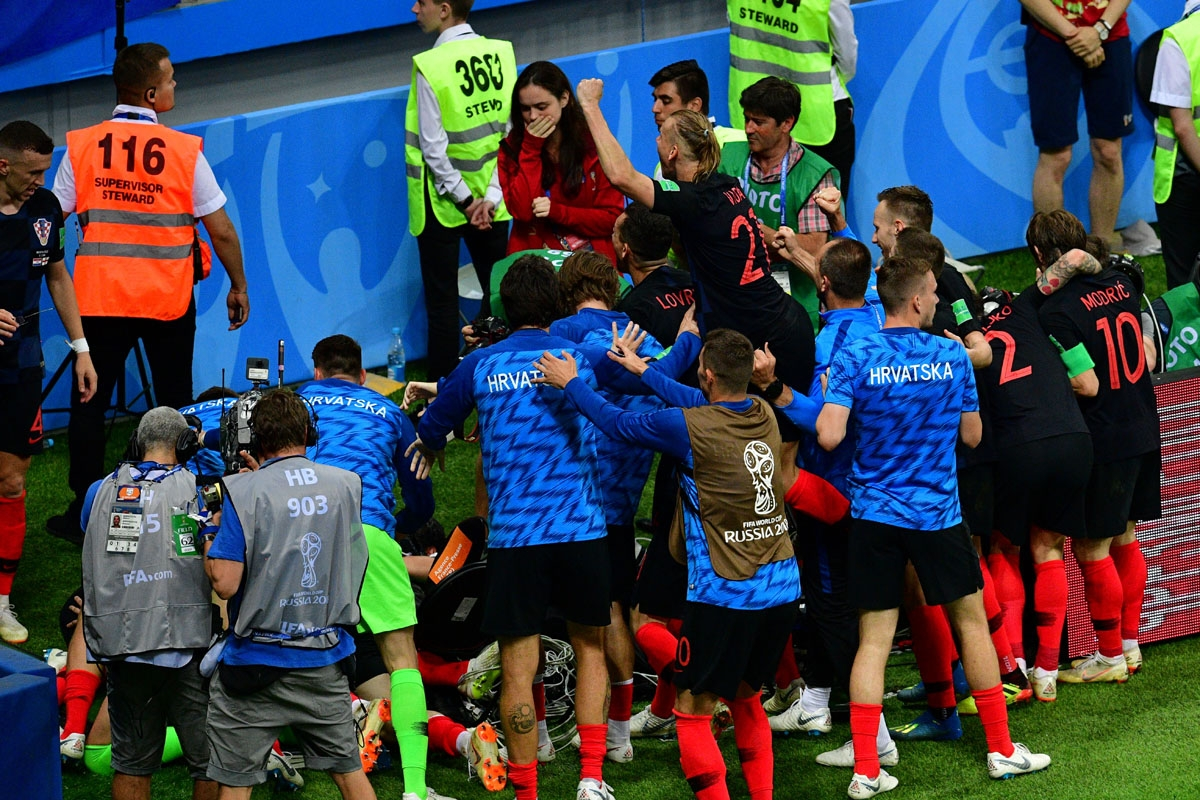 Croatia's players celebrate their second goal  during the Russia 2018 World Cup semi-final football match between Croatia and England at the Luzhniki Stadium in Moscow on July 11, 2018. / AFP PHOTO / Mladen ANTONOV / RESTRICTED TO EDITORIAL USE - NO MOBIL