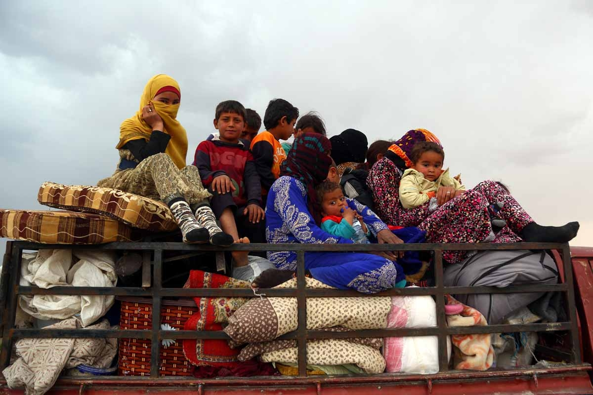 Displaced Syrian arrive in the village of Suwaidiya Saghira, north of Tabqa on March 30, 2017, after they fled their homes due to the battles between Syrian Democratic Forces and Islamic State (IS) group jihadists.