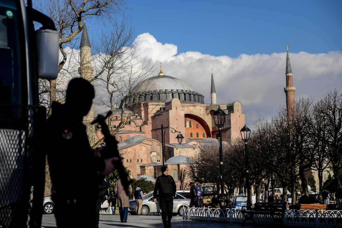 A Turkish riot police stands guard on January 14, 2016 on the site of the January 12 attack at the Istanbul's tourist hub of Sultanahmet.