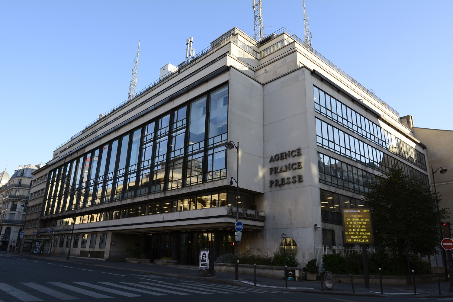 A picture shows the Agence France-Presse (AFP) news agency headquarters in Paris on September 27, 2015. AFP PHOTO / BERTRAND GUAY / AFP PHOTO / BERTRAND GUAY