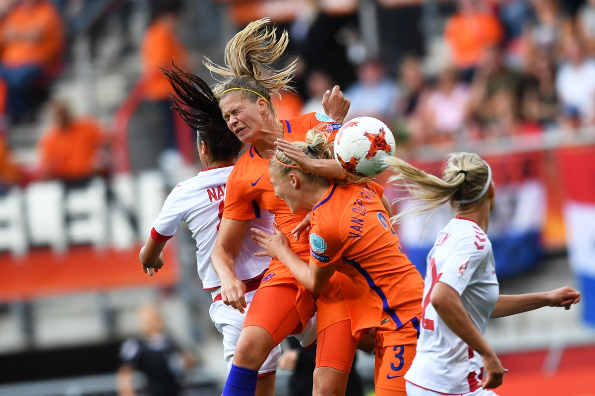 Nadia Nadim (L) vies for the ball with Netherlands' defender Stephanie van der Gragt (2nd R) during the UEFA Women's Euro 2017 football tournament final match between Netherlands and Denmark at Fc Twente Stadium in Enschede on August 6, 2017