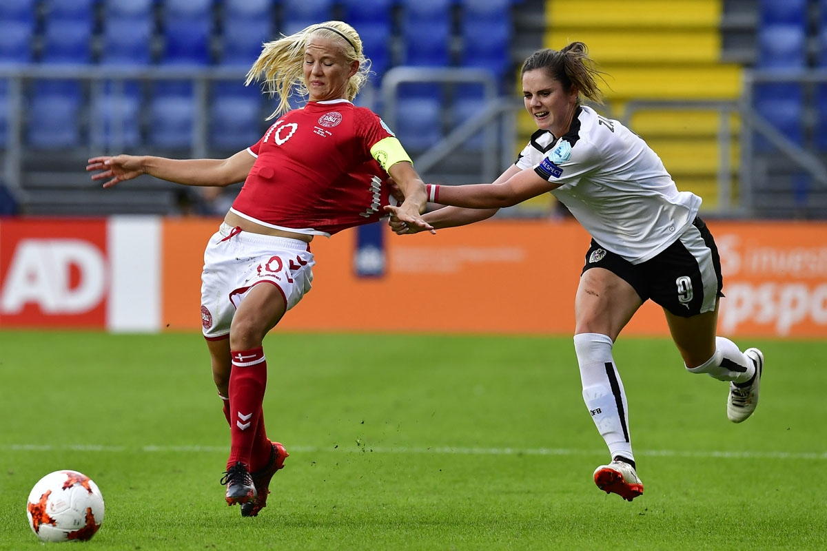 Austria's forward Sarah Zadrazil (R) pulls the jersey of Denmark's forward Pernille Harder (L) during the UEFA Women's Euro 2017 football tournament semi-final match between Denmark and Austria at the Rat Verlegh Stadium, in Breda, on August 3, 2017.