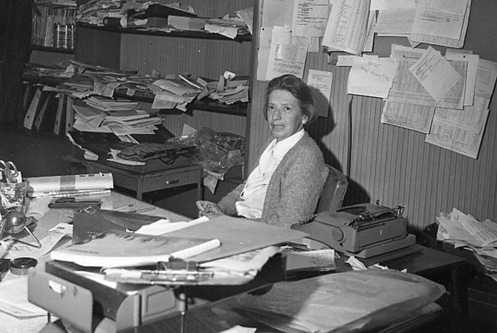 Anna Kipper, première femme chef de poste de l'AFP dans le monde, dans son bureau à Bogota dans les années 1970