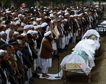 Funérailles d'une famille afghane ayant péri en essayant de traverser la mer Egée, le 12 mars 2016 à Kaboul (AFP / Wakil Kohsar)