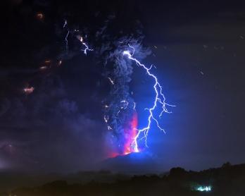Eruption du volcan Calbuco, dans le sud du Chili, le 23 avril 2015