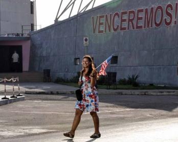 Devant l'ambassade américaine à La Havane, le 20 juillet 2015, jour de la reprise officielle des relations diplomatiques entre les Etats-Unis et Cuba