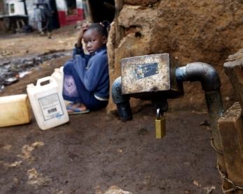 KENYA-SLUM-WATER-SANITATION-FEATURE