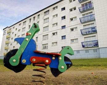 Photo prise en janvier 2002 de l'immeuble des Merles à Outreau, dans le nord de la France, lieu du calvaire des quatre enfants violés par leurs parents et un couple de voisins dans les années 1990