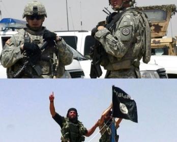 En haut: une patrouille conjointe des soldats irakiens et américains à Mossoul en mai 2008